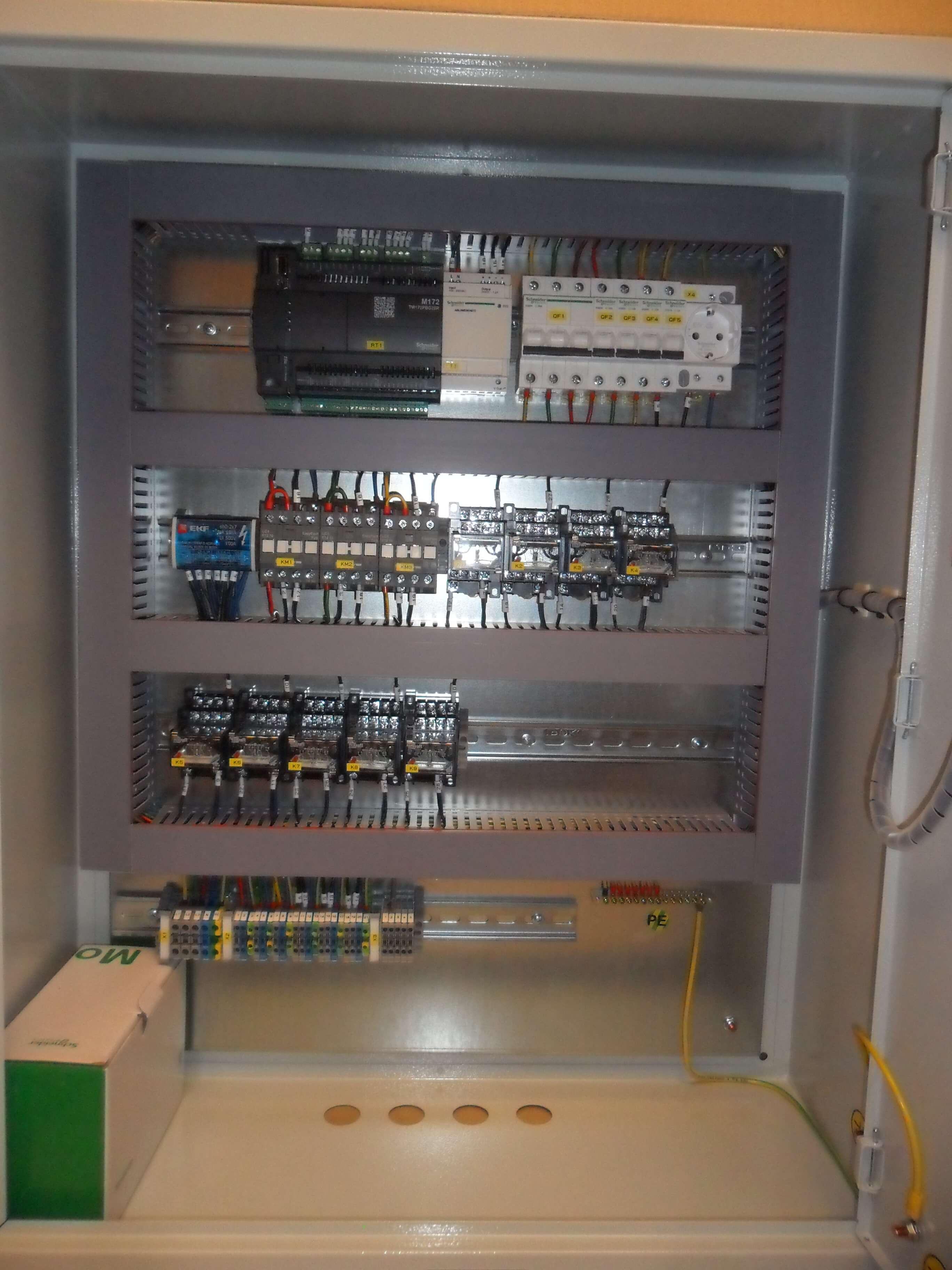Шкаф управления освещения (внутри)